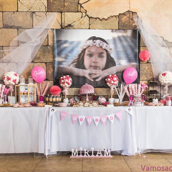 Mesa dulce o Candy Bar de comunión rosa y blanca