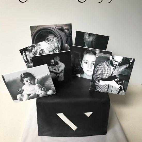 Tarta fondant logo estudio fotográfico