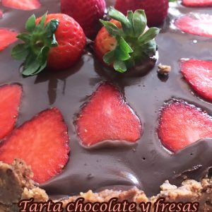 receta-tarta-fresa-chocolate-base-conguitos